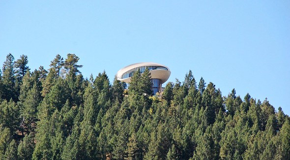 Flying saucer-shaped house